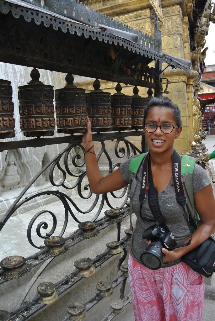 Alka bracht enkele weken door in Nepal en zou nog enkele weken blijven maar besloot vanwege de aardbeving eerder naar huis te keren.